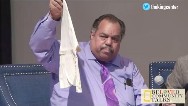 Daryl Davis tells how he makes KKK members retire